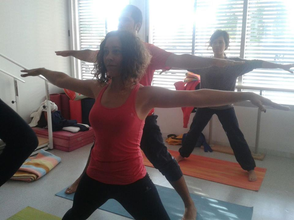 YOGA A BENEFICIO DE ADACEA