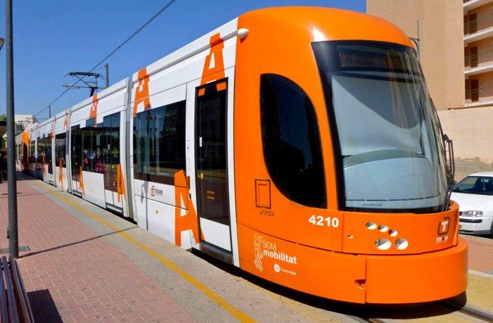 Los acompañantes de personas con gran discapacidad viajarán gratis en el TRAM d'Alacant